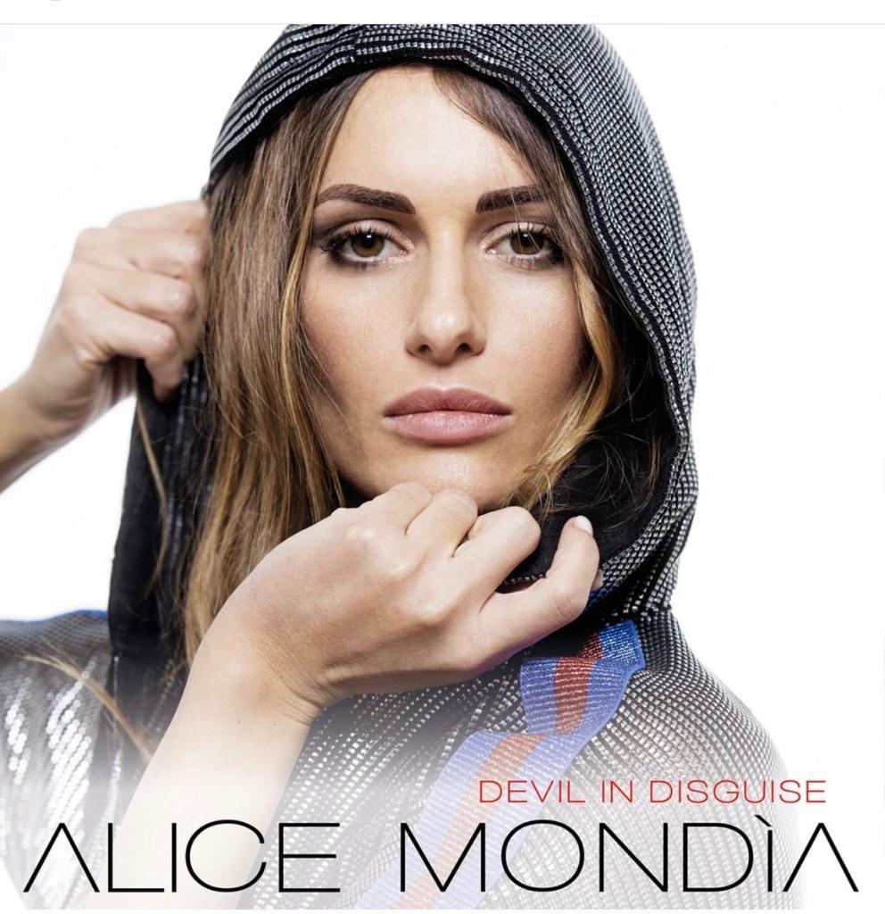 Alice Mondìa indossa la collezione 'Pirates' primavera estate 2019